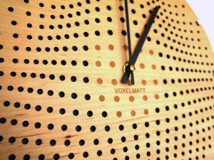 Horloge design bois Gravity